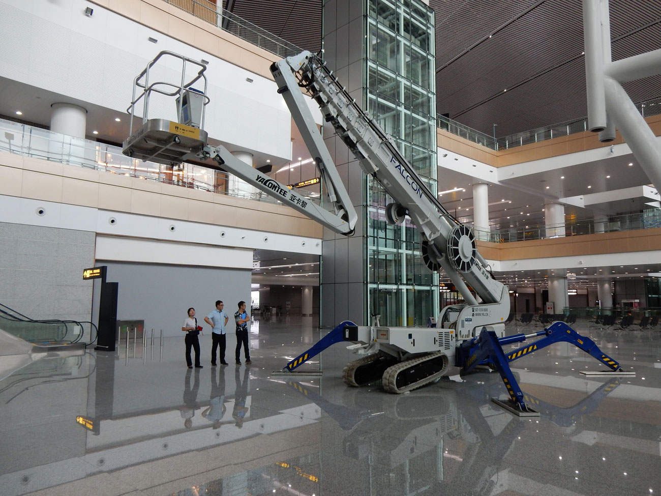FS 520C Falcon Spider crawler lift - compact, lightweight